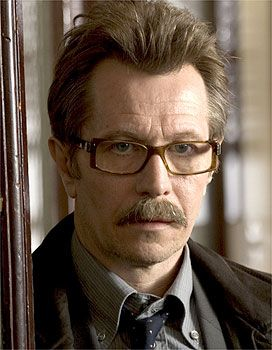 Ator Gary Oldman, que interpreta o personagem Jim Gordon