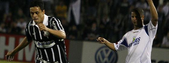 Marcelinho Carioca marcou de falta o gol do Santo André contra o Corinthians